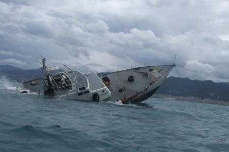 Antalyada turist gəmisi batıb