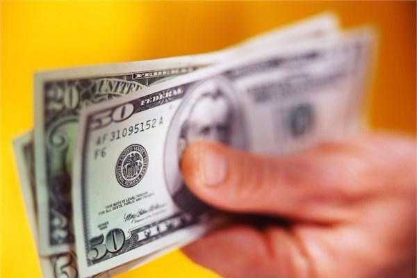 """Əhali bankların """"dollar tələsinə"""" düşür"""