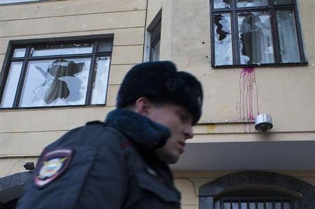 Moskvada Türkiyə səfirliyinə hücum - bina daşqalaq edildi VİDEO