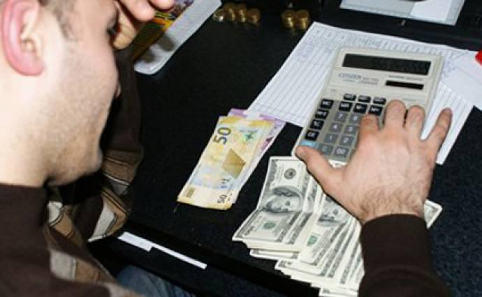 """Dollar satışında """"qara bazar"""" canlanır"""