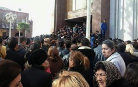 Gəncədə əmək yarmarkası etiraz aksiyasına çevrildi FOTO VİDEO