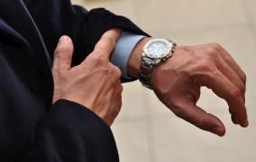 1 ildə qol saatının rəsmi idxalı 26 dəfə artırıb