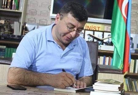 """Elnur As """"Qələm, qadın, qədəh""""i təqdim etdi"""