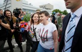 Putin Savçenkonu azad etdi VİDEO
