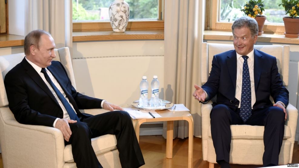"""Putin indi də finlərə """"hərbə-zorba"""" gəlir"""