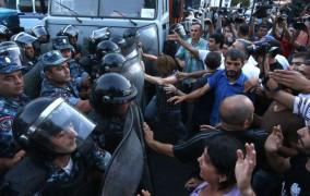 Yerevanda qanlı toqquşma, yaralananlar var FOTO VİDEO