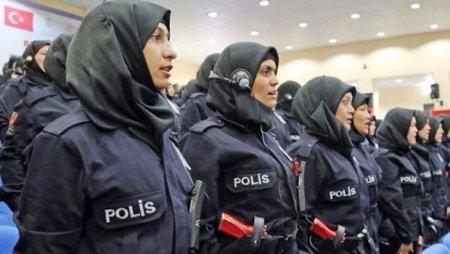 Türkiyədə qadın polislərin baş örtüyündən istifadə etməsinə icazə verilib