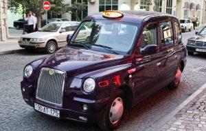 Bakıda London taksisi qəza törətdi: 1 ölü, 2 yaralı