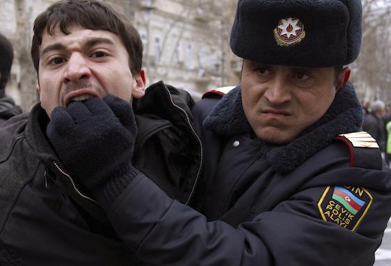 """""""Amnesty International"""": """"Ölkənin hər yerində siyasi fəallar dindirməyə çağırılır, həbs edilir"""""""