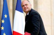 Fransanın daxili işlər naziri qızlarına görə istefa verdi