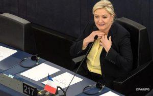 Marine Le Pen partiya sədrliyindən gedir