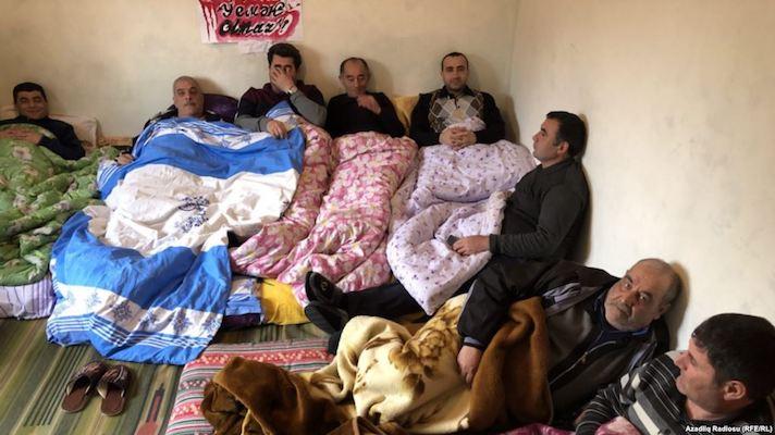 Polis sahibkarların aclıq aksiyasını zorla dayandırıb VİDEO
